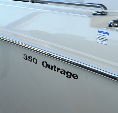 350 Outrage Boat Model | Boston Whaler