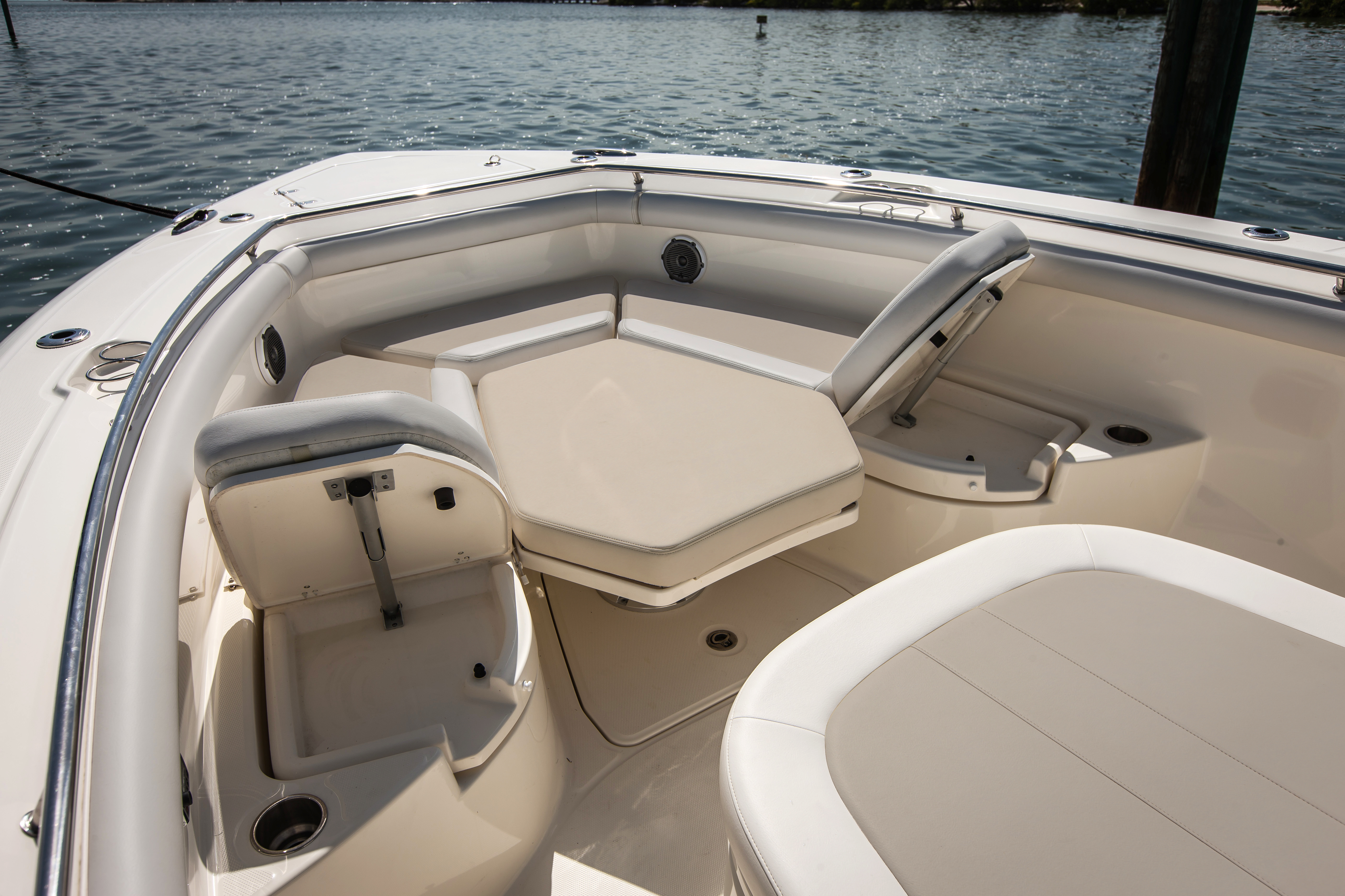 350 Outrage Boat Model | Boston Whaler