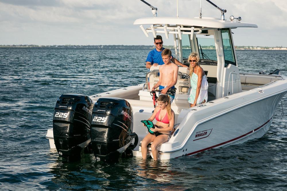 250 Outrage Boat Model | Boston Whaler