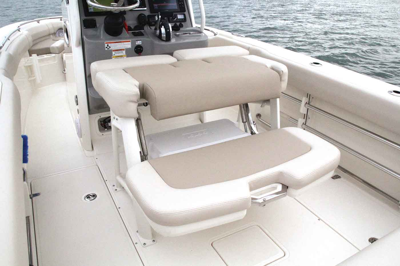 230 Outrage Boat Model | Boston Whaler