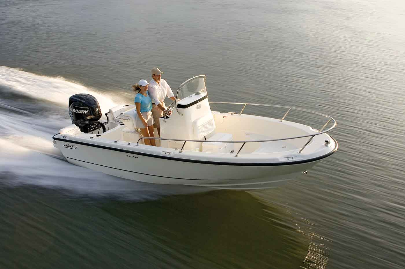 190 Outrage Boat Model | Boston Whaler