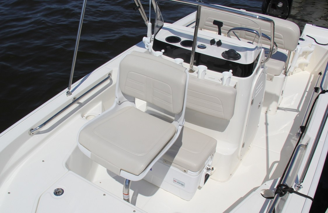 150 Montauk   Boston Whaler   Versatile Fishing Boat