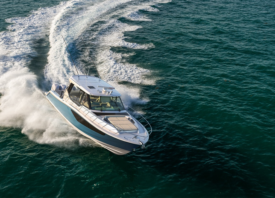 Boston Whaler 405 Conquest in Action